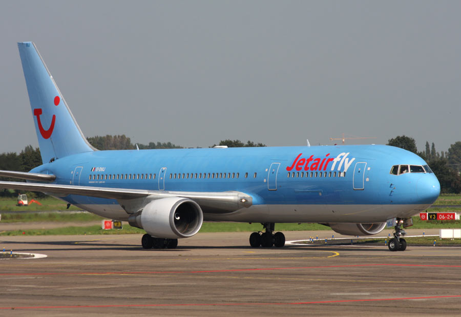 Boeing 767 widebody aircraft parade jetairfly for Avion jetairfly interieur