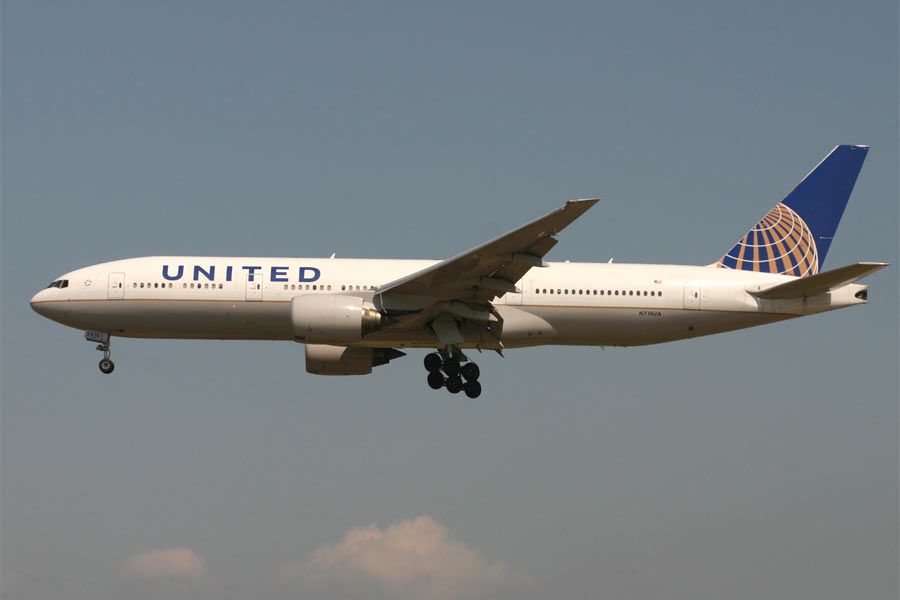 Boeing 777-200 - United Airlines